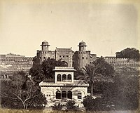 A picture showing the Lahore Fort (Alamgiri Gate in background) and Hazuri Bagh Pavilion (foreground) in 1870.