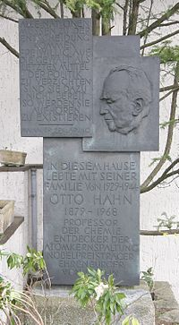 Monument in Berlin-Dahlem, in front of the Otto-Hahn-Platz