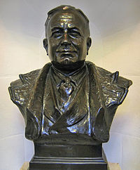 A bronze bust of Herbert Chapman stands inside Emirates Stadium as a tribute to his achievements at the club.