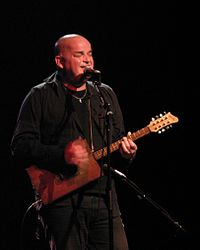 Alain Johannes has been a close collaborator of the band since 2000.
