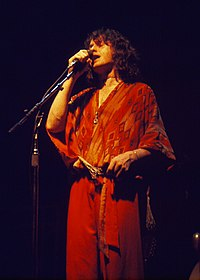 Anderson singing at a Yes concert in 1977