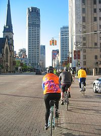Cycling in Detroit on Woodward Avenue