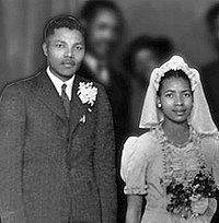 Mandela and Evelyn in July 1944, at Walter and Albertina Sisulu's wedding party in the Bantu Men's Social Centre.