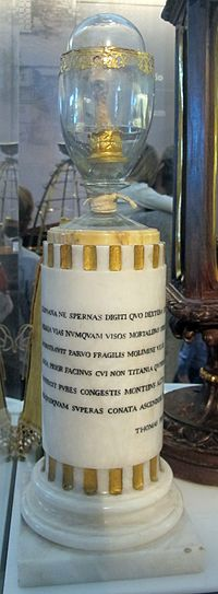 Middle finger of Galileo's right hand