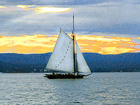Sloop Clearwater sailing up the Hudson River