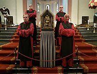 The Noodkist, firmly positioned on the choir steps for the duration of the pilgrimage, guarded by members of the Confraternity of Saint Servatius