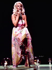 Wynette on the set of The Johnny Cash Show in 1971