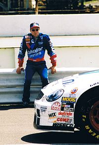 Mark Martin finished second behind Gordon by 364 points