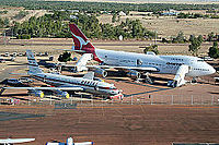 The Qantas 707-138B alongside a Boeing 747 at the Qantas Founders Outback Museum
