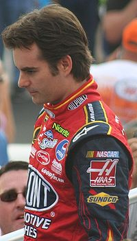 Jeff Gordon (pictured in 2007) won pole position with the fastest time, 15.083.