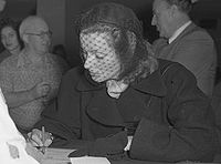 Garbo signing her US citizenship papers in February 1950