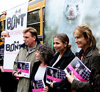 Verbaan (second from right) campaigning against fur in 2008.