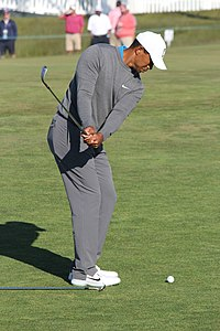 Woods practicing a chip-shot at the 2018 U.S. Open