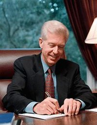 Davis signing the 2000-2001 state budget. The 2002-2003 and 2003-2004 budgets would prove much more difficult to balance with a dramatic drop in state revenue.