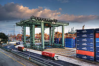 The Port of Singapore is the busiest transshipment and container port in the world, and is an important transportation and shipping hub in Southeast Asia