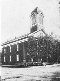 The old Court House at Charles Town, Jefferson County, Virginia, where John Brown was tried; it stands diagonally across the street from the jail (c.1906)