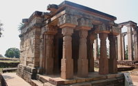 A tetrastyle prostyle Gupta period temple at Sanchi besides the Apsidal hall with Maurya foundation, an example of Buddhist architecture. 5th century CE.