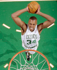 Pierce attempting a dunk in January 2000.