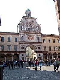 The arch of Torrazzo at the Crema Cathedral {{nowrap|(Purple pog.svg)}}