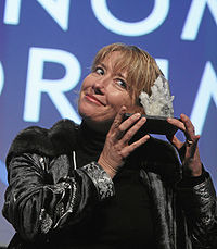 """Thompson with the award she was given during the """"Presentation of the Crystal Award"""" at the Annual Meeting 2008 of the World Economic Forum in Davos, Switzerland in January 2008"""