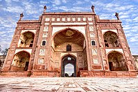 The outer perimeter of the complex features a large entry gate known as Bara Darwaza that leads to the Akbari Sarai.