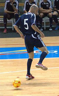 Zidane playing a backheel during a game of futsal in 2008