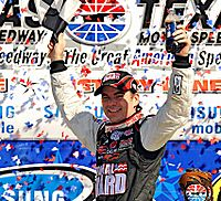 Jeff Gordon won the pole position, qualifying with a fastest time of 28.192.