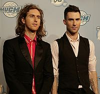 Levine (right) with bandmate Jesse Carmichael in 2007
