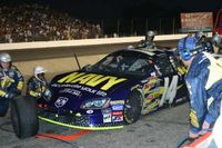 Stremme pits the No. 14 Dodge during the 2005 Kroger 200.