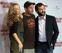 Apatow (right) with Leslie Mann and Adam Sandler in Berlin (2009)