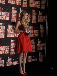 Swift with her MTV Video Music Award for Best Female Video at the 2009 MTV Video Music Awards.