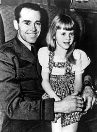 Fonda aged five, with her father, actor Henry Fonda (1943)