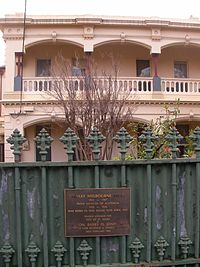 Plaque signifying the home on Grey Street in which former Prime Minister Stanley Melbourne Bruce was born in 1883