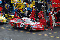 Earnhardt in the pits at the spring 2006 Bristol race