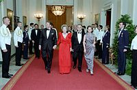 From left to right: U.S. President Ronald Reagan, his wife Nancy, Mexican President Miguel de la Madrid and his wife Paloma Cordero in Cross Hall, White House, during a state dinner.