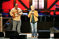 Smith alongside her guitar player Rick Wright, 2007