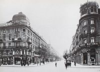 In 1917, the Union Bank of Switzerland opened a new headquarters on Bahnhofstrasse (pictured above) in Zürich.