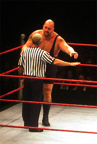 Big Show arguing with referee Scott Armstrong