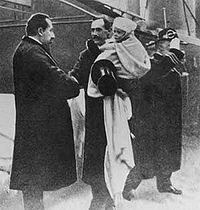 <center>Crown Prince Olav arrives in Norway in 1905 on his father's arm and is greeted by Prime Minister Christian Michelsen</center>