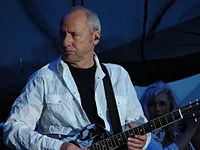 Knopfler performing in Chicago with Emmylou Harris, 2006