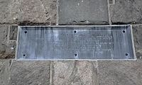 """1831 plaque to the victims of the """"Traitor, Benedict Arnold"""":""""This monument was erected under the patronage of the State of Connecticut in the 55th year of the Independence of the U.S.A. in memory of the brave patriots massacred at Fort Griswold near this spot on the 6th of Sept. AD 1781, when the British, under the command of the Traitor Benedict Arnold, burnt the towns of New London and Groton and spread desolation and woe throughout the region."""""""