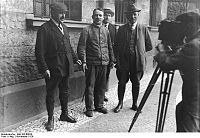 German serial killer Fritz Haarmann with police detectives, November 1924
