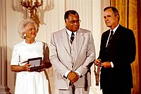 Jones with President George H. W. Bush and First Lady Barbara Bush in 1992