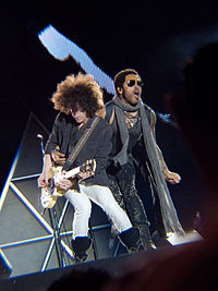 Kravitz and Craig Ross during a concert
