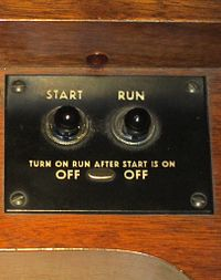 """Console Hammond organs such as the B-3 require two switches; """"Start"""" to drive the starter motor and """"Run"""" to drive the main tonewheel generator."""