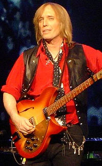 Petty performing at the Nissan Pavilion in Bristow, Virginia, 2006