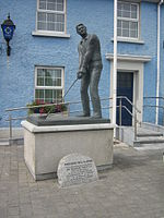 Bill Clinton statue in Ballybunion, erected to commemorate his 1998 golfing visit
