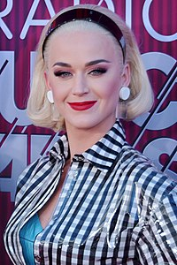 """Katy Perry's """"I Kissed a Girl"""" was one of the best-selling singles in 2008."""