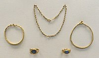 Gold jewellery from Roman times deposited in the mound (British Museum)