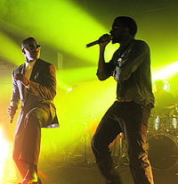 """Foxx and Kanye West performing """"Gold Digger"""""""